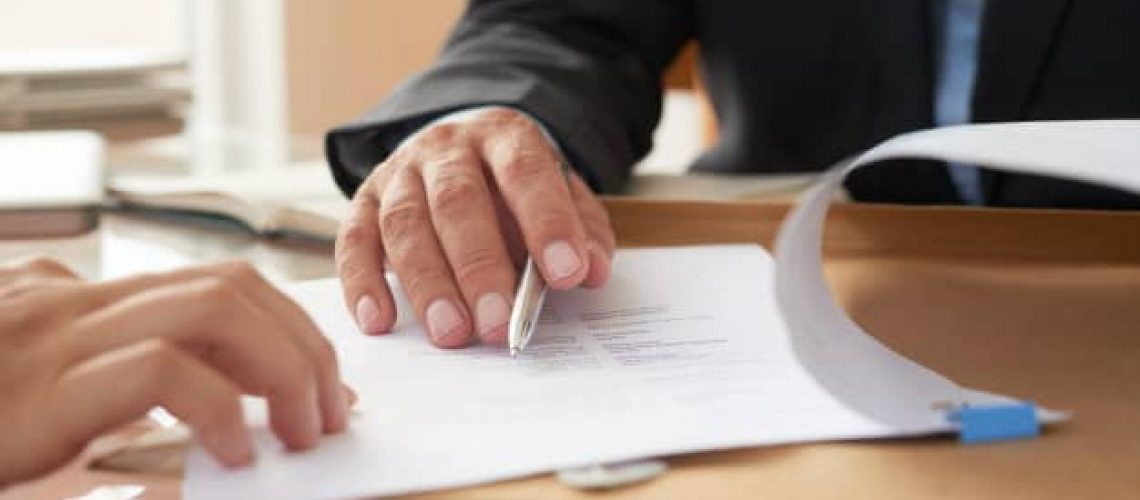 business-people-signing-contract_1098-21026